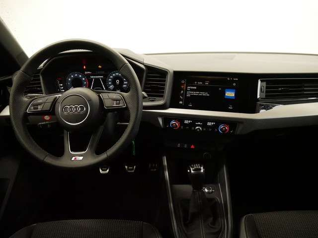 Audi A1 citycarver 30 TFSI S line/LED/PDC/GRA/SHZ