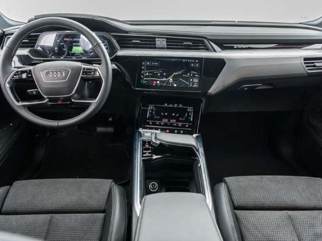 Audi e-tron advanced 55 quattro