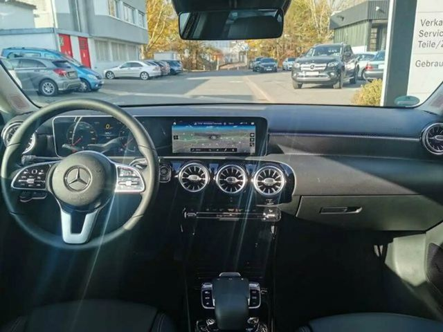 Mercedes-Benz A 220