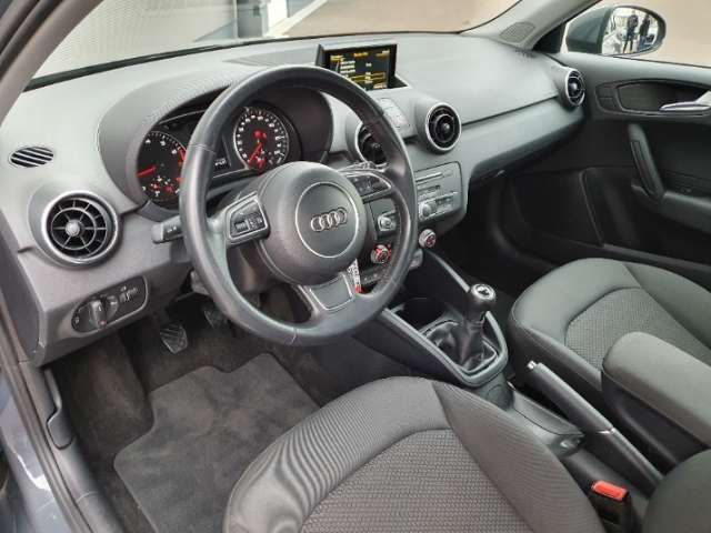Audi A1 1.0TFSI S line admired Navi LED-hinten