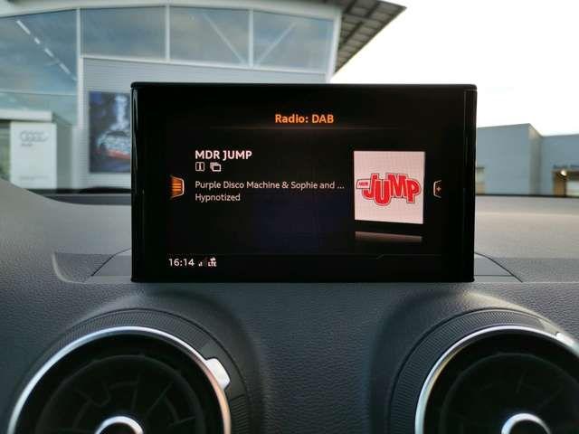 Audi Q2 Design 30 TFSI +LED+NAVI+KLIMA+DAB