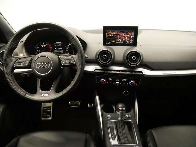 Audi Q2 35 TFSI S tro./S line/LED/NAVI/AHK/PDC+/SHZ