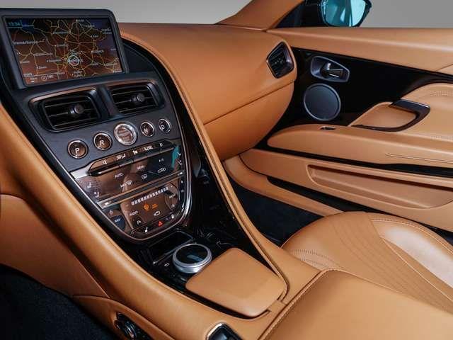 Aston Martin DB11 V8 Coupé - Aston Martin Hamburg