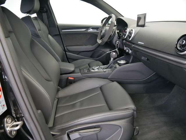 Audi RS3 Limousine S tro./LED/NAVI/PDC+/GRA/SHZ