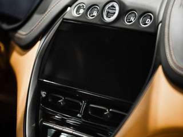 Aston Martin DBX - sofort verfügbar -