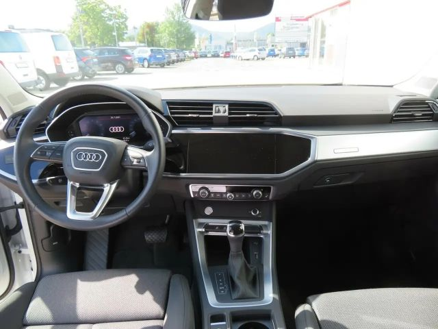 Audi Q3 35 TFSI S line S tronic LED Shzg PDC Garantie