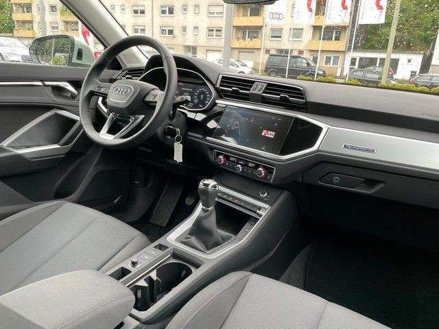 "Audi Q3 35 TDI quattro AHK 18"" VC DAB"