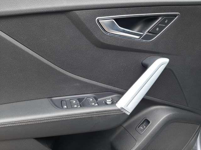 Audi Q2 1.4 TFSI S tronic design Selection Navi LED Pan...