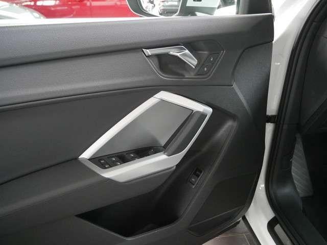 Audi Q3 35 TFSI advanced Optik schwarz Sounds.