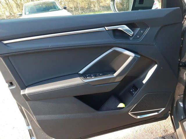 Audi Q3 45 TFSI e S tronic S line AHK Navi RFK Matrix L...