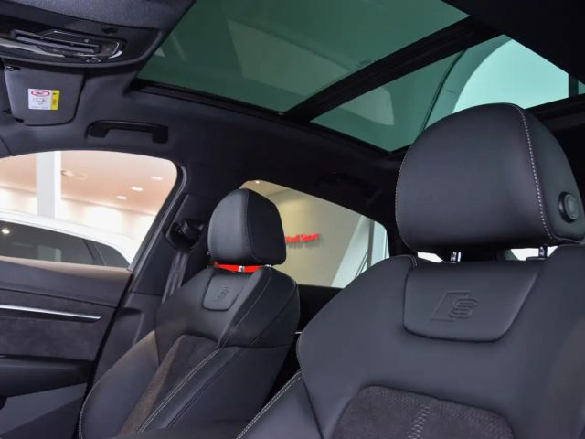 Audi e-tron Sportback S line 55 quattro 300 kW Leder