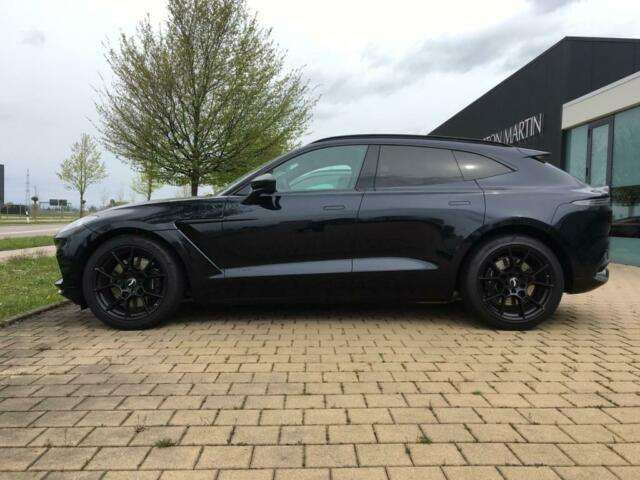 Aston Martin DBX ultramarine black/Aston Martin Memmingen