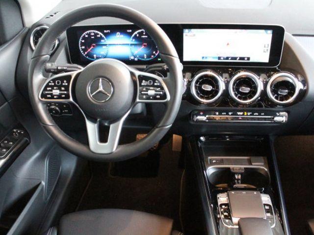Mercedes-Benz B 220