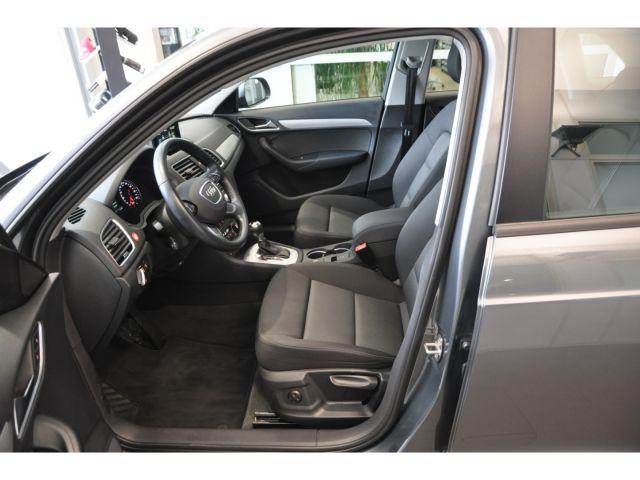 Audi Q3 basis 2.0 TDI S tronic LED Parklenkass. AHK-k