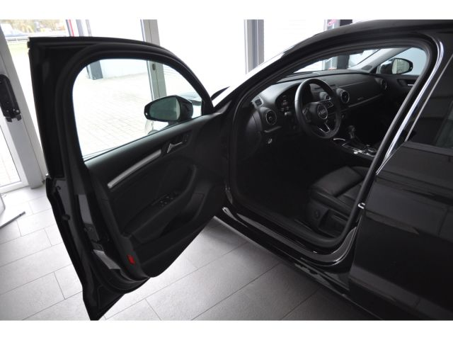 Audi A3 basis 1.6 TDI Matrix LED Navi Keyless Kurvenl