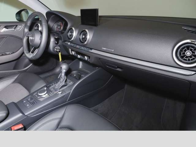 Audi A3 Limousine 2.0 TDI s-tron. Navi AHK Xenon