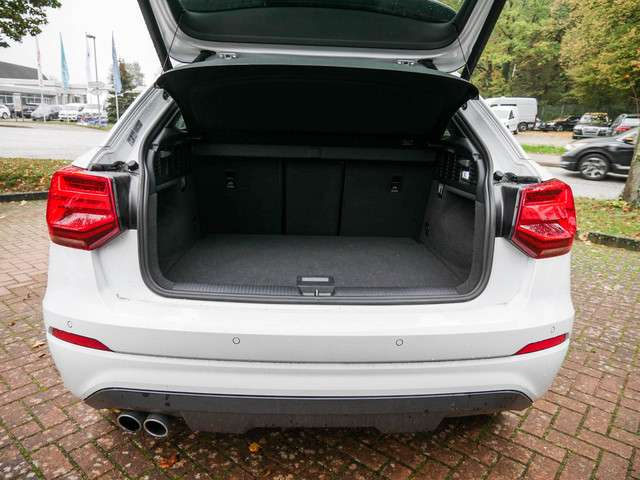Audi Q2 sport 35 TDI KLIMA PDC AHK NAVI LED EU6