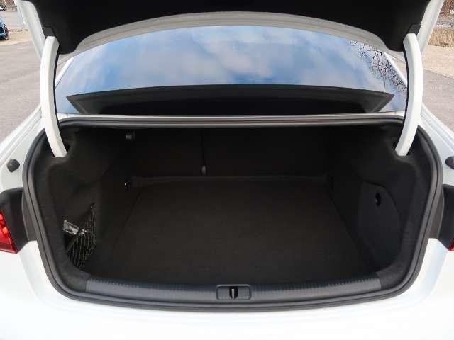 Audi A3 Limousine 30 1,0 TFSI - LED S Line Navi PDC Sitzh