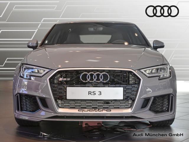 Audi RS 3 Sportback RS-Sportabgasan. RS-Sportsitze Virtual