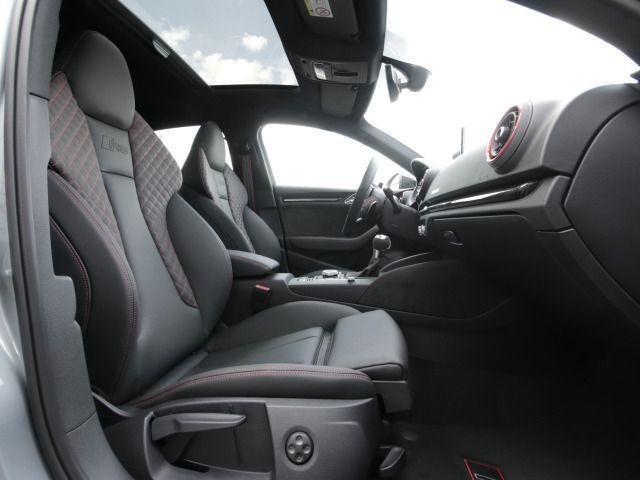 Audi RS 3 Limousine S tronic PANO/LED/NAVI PLUS/B&O/LEDER