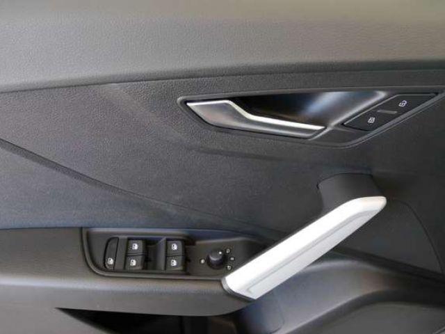 Audi Q2 35TDI S-tro S line LED AHK Navi Optik schwarz S