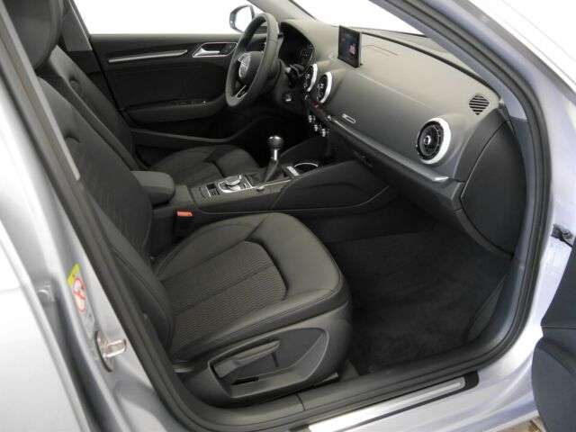 Audi A3 Sportback design 30 TFSI Xenon Navivorb. SHZ MF