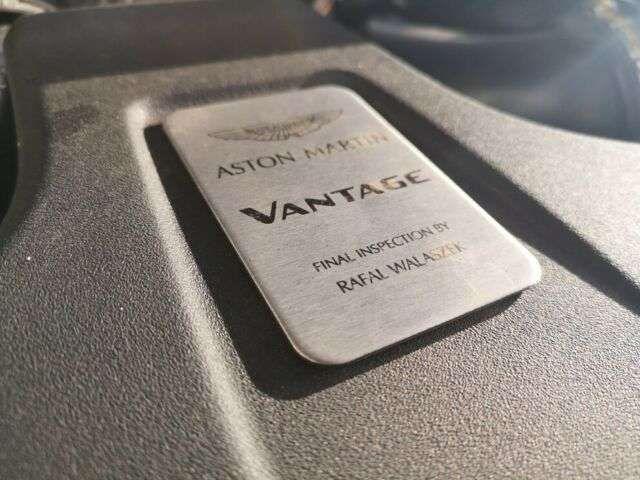 Aston Martin V8 Magnetic Silver / Alcantara