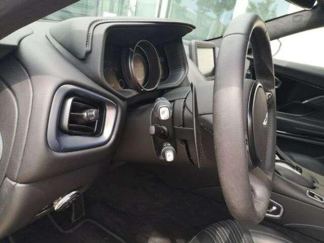 Aston Martin DB11 V8 Coupé Magnetic Silver