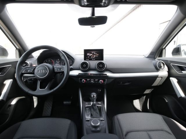 Audi Q2 Sport 35 TDI Navi LED Kamera black optik