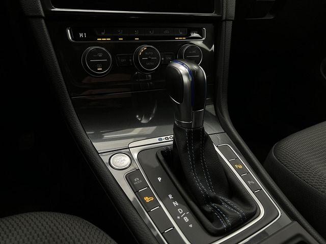 Audi A4 Avant 2.0TDI design /AHK /Xen /Navi